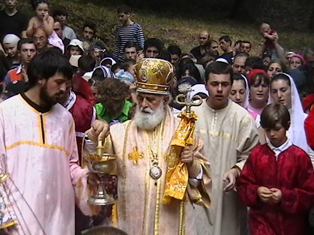 """""""ერთობა"""" ქართულ და სომხურ ეკლესიათა შორის უხტანესის მიხედვით"""