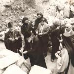ლოცვა აწყურის ტაძრის ნანგრევებში